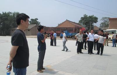 党委书记高秀海在最后讲话中着重强调,这次农村环境整治工作是一场
